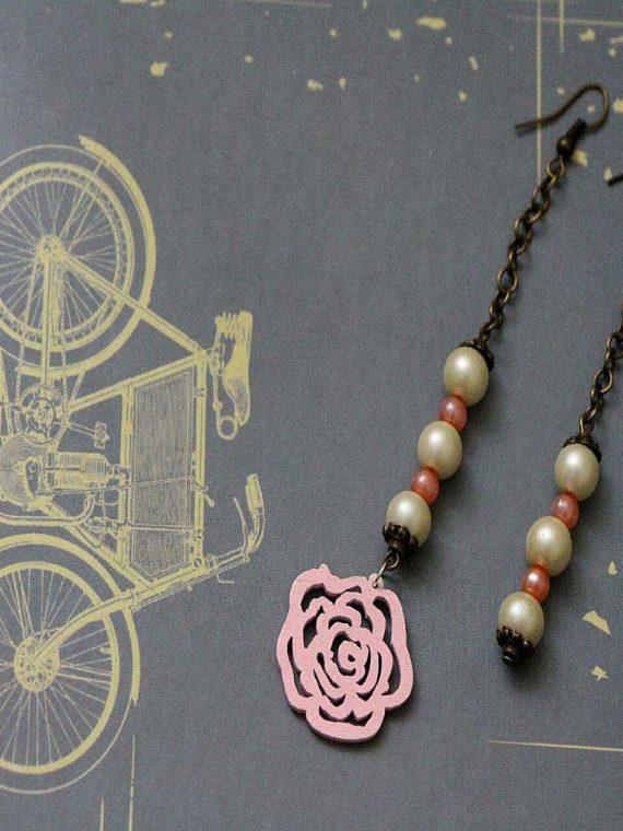 گوشواره آویز مهره رنگی و گل چوبی