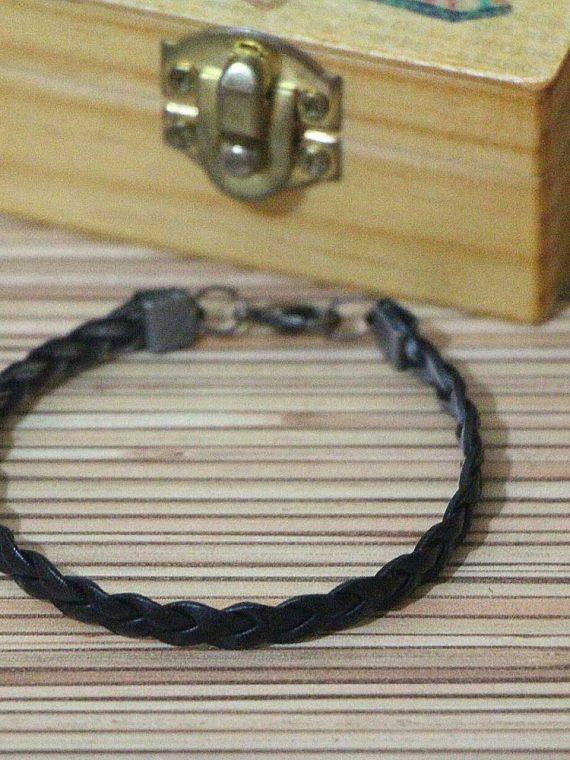 دستبند چرم مصنوعی