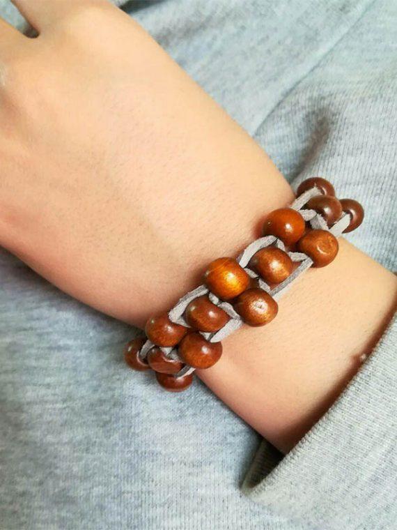 دستبند دست ساز چرم مصنوعی و مهره چوبی